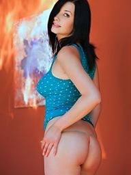 Jasmine Delatori peels..