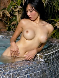 Jennifer Lee with big..